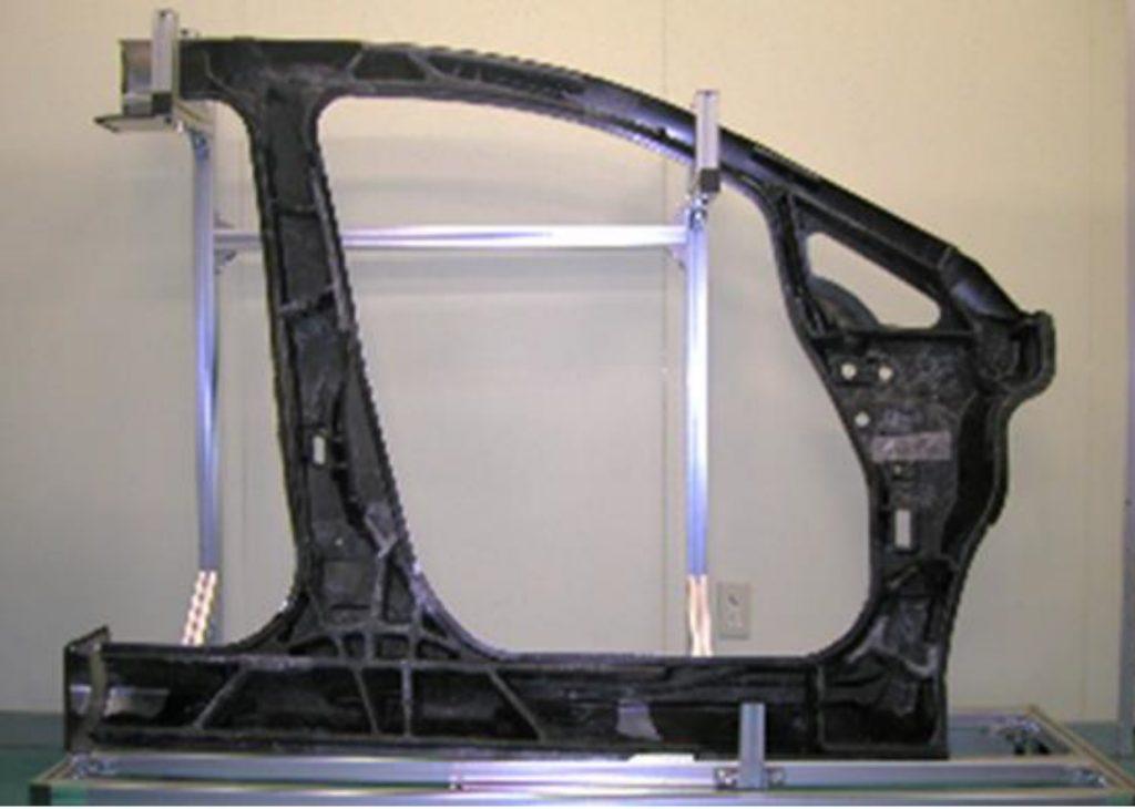 日産自動車 - アルミとCFRPのマルチマテリアル構造+トポロジー最適化で実現